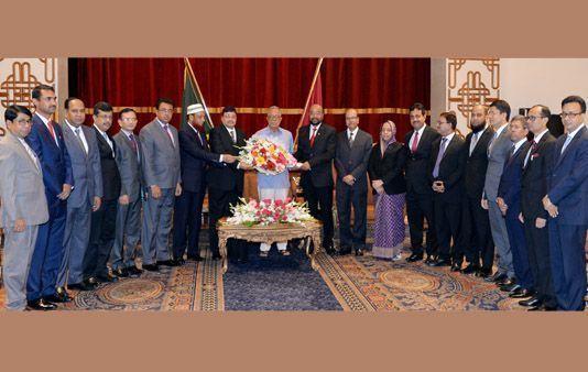 রাষ্ট্রপতির সঙে নতুন নিয়োগপ্রাপ্ত বিচারপতিদের সাক্ষাৎ