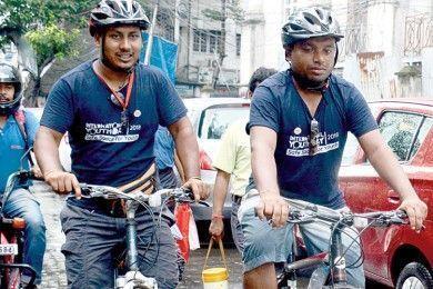 মাদক-বিরোধী বার্তা দিতে সাইকেলে খুলনা থেকে কলকাতায় দুই যুবক