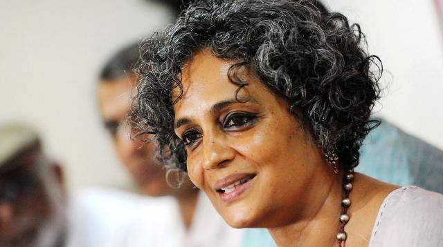 দিল্লির দাঙ্গা করোনাভাইরাসের 'ভারতীয় ভার্সন': অরুন্ধতী