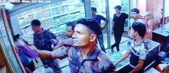 চাঁপাইনবাবগঞ্জে বিজিবি'র পোশাকে ৫০টি স্মার্টফোন ছিনতাই
