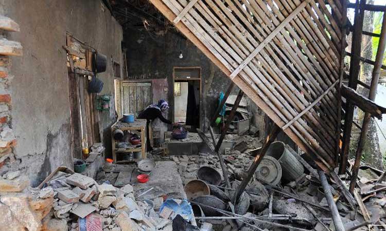ইন্দোনেশিয়ায় শক্তিশালী ভূমিকম্পে ৪জন নিহত