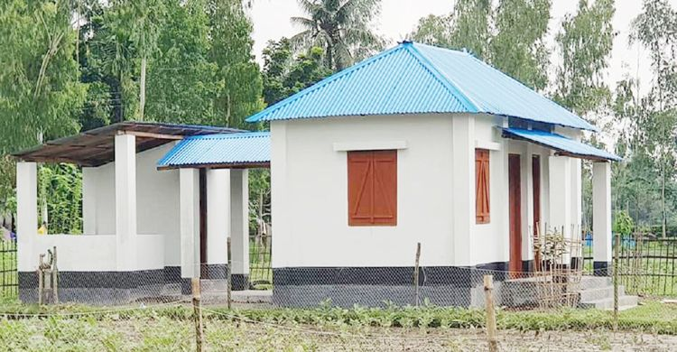 দুর্যোগ সহনীয় ঘর পাচ্ছেন ১১ হাজার গৃহহীন