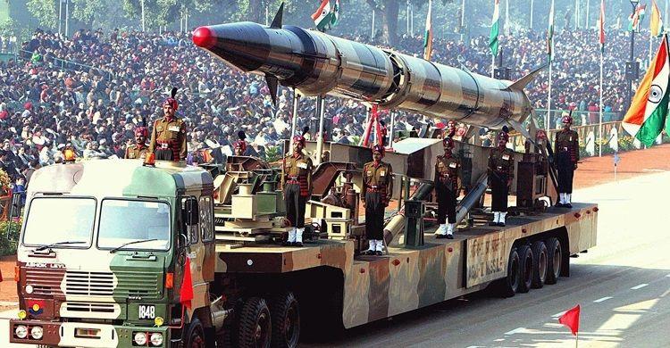 পাকিস্তান সীমান্তে ২০০ সাঁজোয়া যান মোতায়েন করছে ভারত