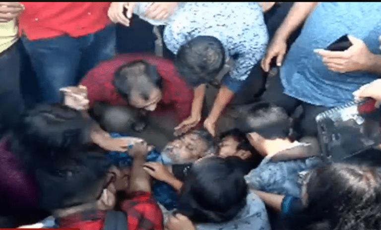 জাবি ভিসিকে অবরোধকারী শিক্ষক-শিক্ষার্থীদের ওপর হামলা