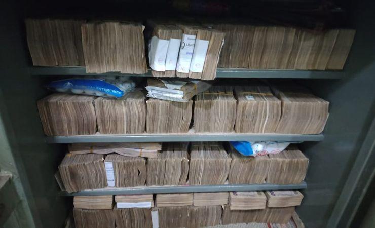 ওয়ারীতে ক্যাসিনোবিরোধী অভিযানে বিপুল টাকা ও ক্যাসিনো সরঞ্জাম জব্দ