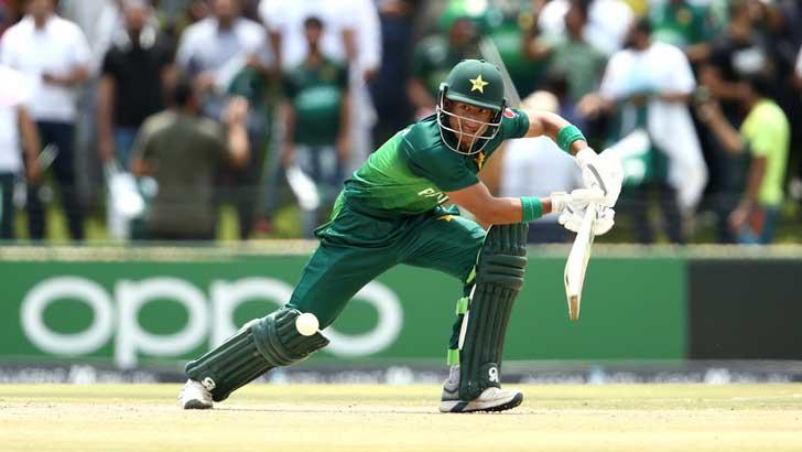 চরম ব্যাটিং বিপর্যয় পাকিস্তানের: ২৬ রানে নেই ৬ উইকেট