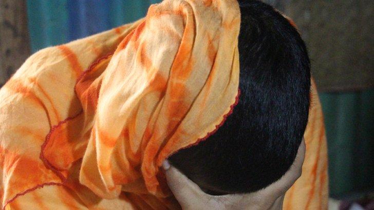 ভোলায় নববধূ স্ত্রীর চুল কেটে দিলেন মাদ্রাসা শিক্ষক