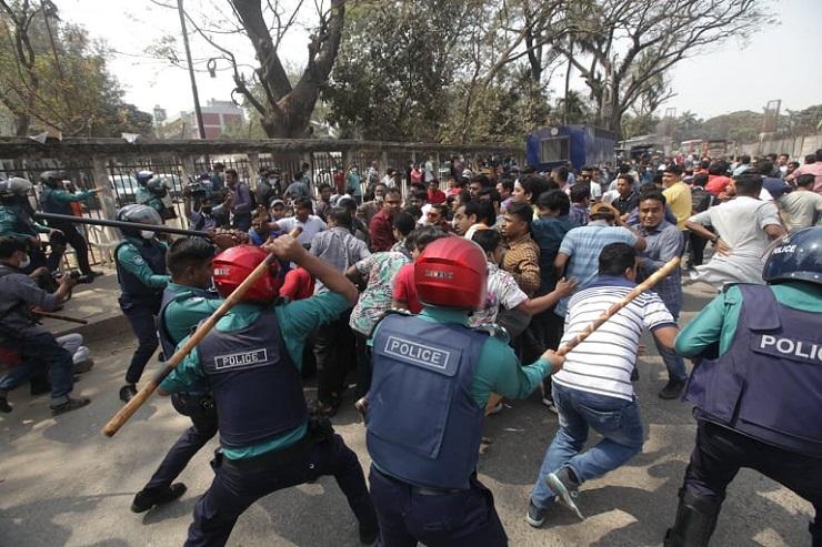 প্রেস ক্লাবে সংঘর্ষ: বিএনপি-ছাত্রদলের ৪৭ নেতাকর্মীর বিরুদ্ধে মামলা
